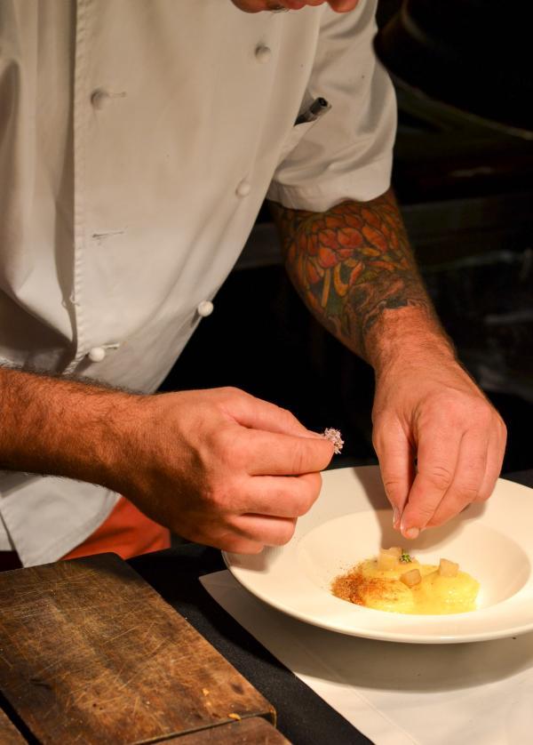 ALO'S - Alejandro Féraud ajoute la touche finale aux ravioles de pomme de terre